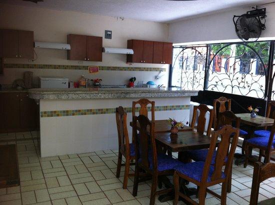 Moloch Hostel y Suites: The breakfast area
