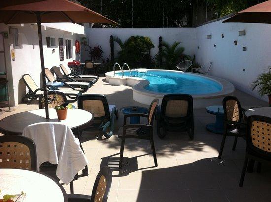 Moloch Hostel y Suites: The pool