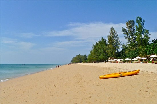 Nakara Long Beach Resort, Koh Lanta: Clean, clear, wonderful beach on the Andaman Sea