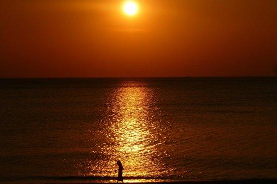 Nakara Long Beach Resort: Gorgeous sunsets from the beach