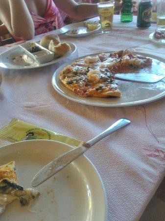 Napoli Pizzeria-Restaurant : Пицца с креветками и грибами