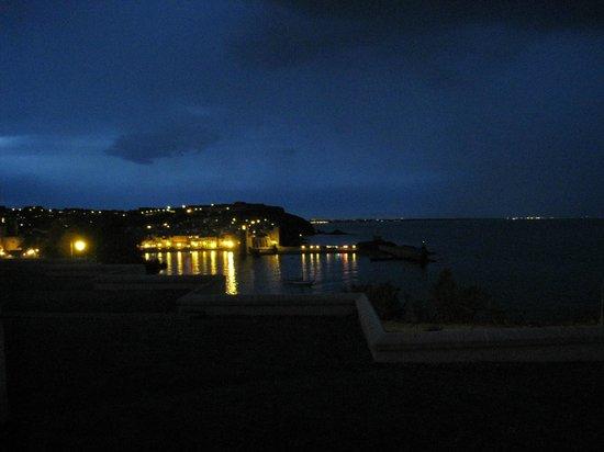 Pierre et Vacances Residence Les Balcons de Collioure : vue de notre chambre la nuit