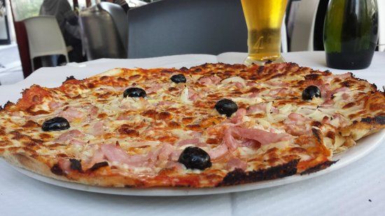 Giovanni: a really big tasty pizza and glass of 1664