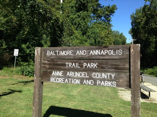 The Annapolis Inn: The Biking Trail was very close. Serious cyclist could bike there and not drive like we did.