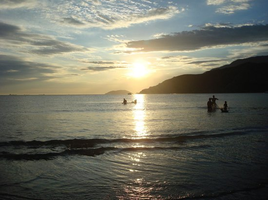 Vistabela Resort: Vista da praia ao entardecer