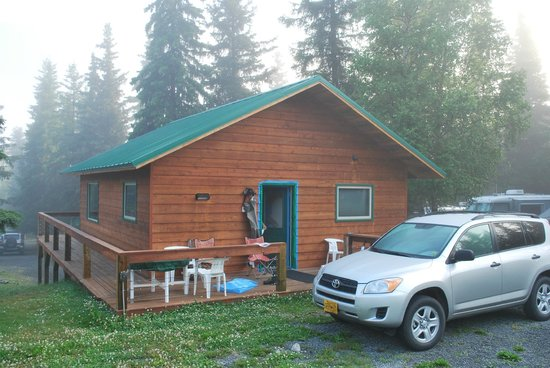 The Hutch Bed & Breakfast : Cabin (behind main building)