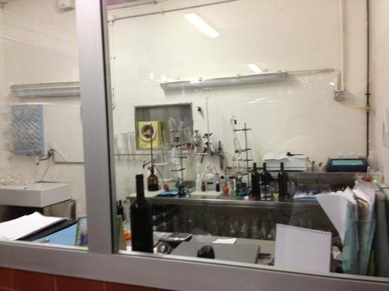 Capannelle Wine Resort: the chemistry lab in the cellar