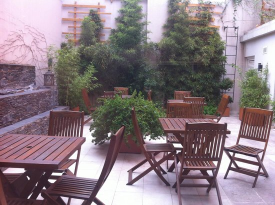 BoBo Hotel: Jardim