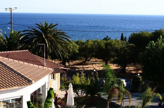 Ionian Aura Apartments: Vanaf het balkon