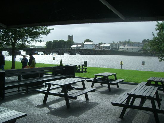 Flanagan's on the Lake: View & Outdoor Seating