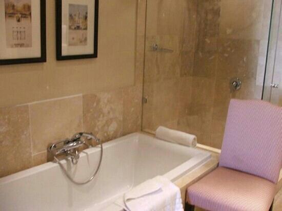 Royal Palm Hotel: bath