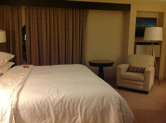 Sheraton Hotel Newfoundland : Ordinary Room (aka non-club level)