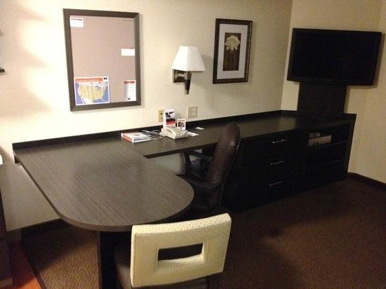 Candlewood Suites - Wichita Northeast: Work space