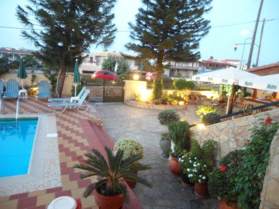 Kiriakos Apartments: Part of the pool area