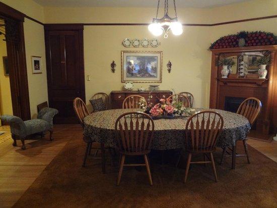 The Brookville Inn: Dining Room