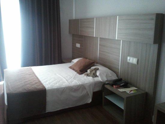 Hotel Serrano: Amplia y limpia.