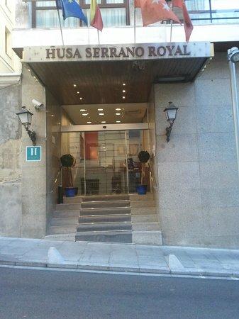 Hotel Serrano: La entrada.