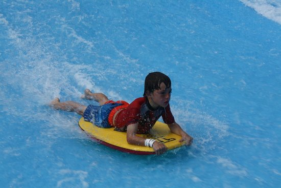 Breakers Resort: Wavepool at Gateway