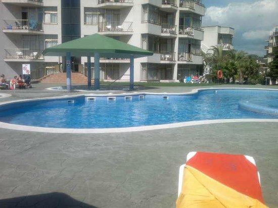 Bolero Park Apartments: grosser pool
