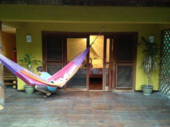 Cabanas La Luna: Back porch in Garden suite