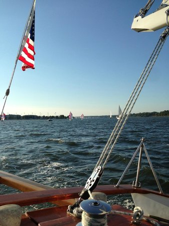 Chez Amis Bed and Breakfast: Woodwind 2 hour sail out of Annapolis
