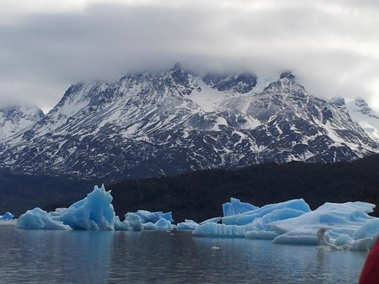 Lago Grey Hosteria and Navegacion: Vista a Las Torres