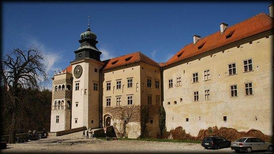 Pieskowa Skala Castle : widok z dziedzińca