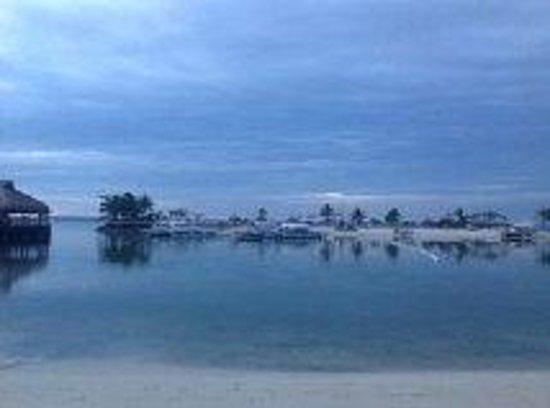 Bluewater Maribago Beach Resort: Sunrise