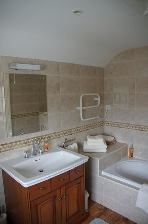 Blankednick Farm: Bathroom