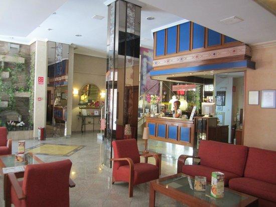 Hotel Dauro Granada: Reception Area