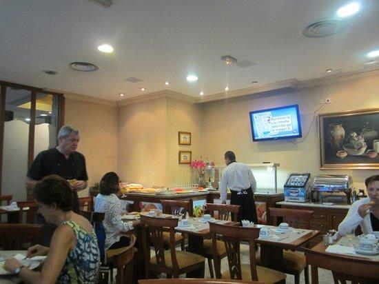 Hotel Dauro Granada: Breakfast area