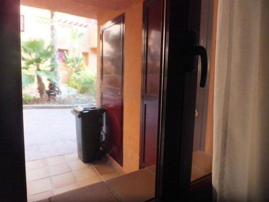 Vue depuis la chambre sur l 39 escalier interieur avec la poubelle et l 39 - Escalier electrique interieur ...