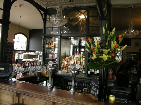 Union Tavern: bar