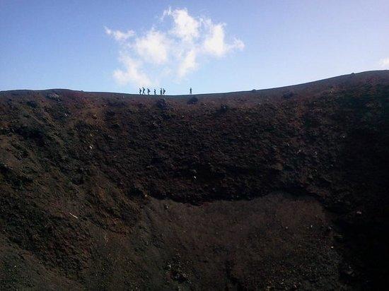 Sicily Excursions - Day Tours: crateri del 2002 piano provenzana