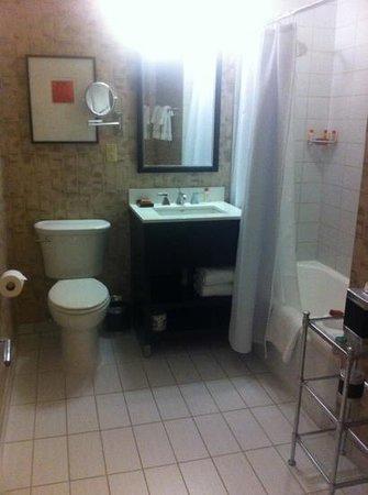 Copley Square Hotel: spacious bathroom