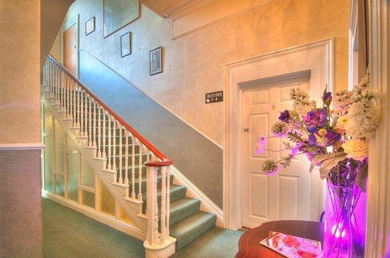 Hotel Iona Torquay : Main Stairs