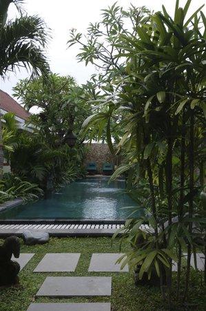 Uma Karan : Pool/Anlage