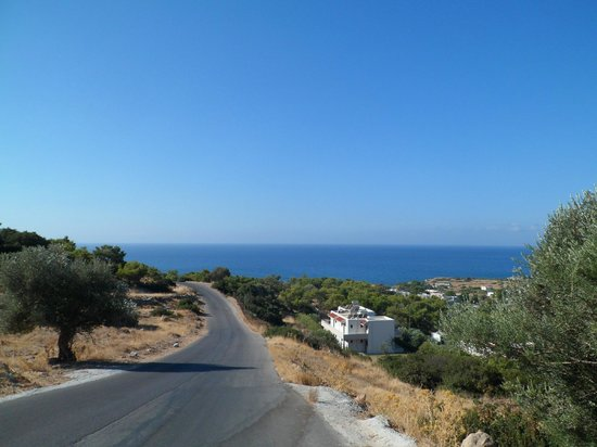 Hotel Ziakis: Road down to short cut