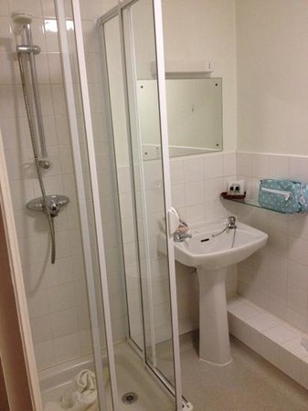 Metropole Hotel: bathroom room 18