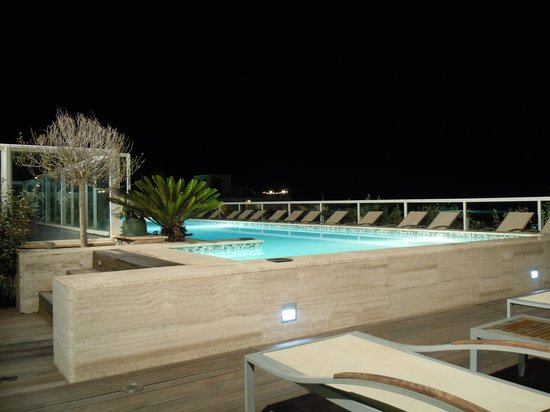 The George Hotel: View on the roof top pool
