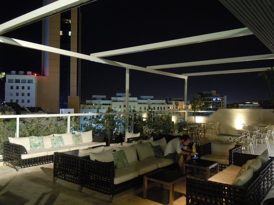 The George Hotel : View on the roof top lobby
