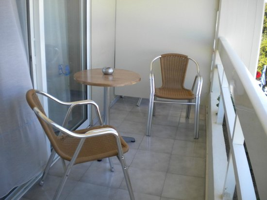 Athineon Hotel: Balkon