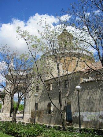 Real Iglesia de San Antonio : Parte del exterior de la iglesia.
