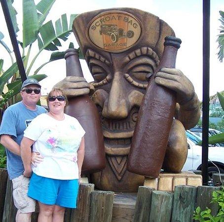 Yucatan Beach Stand Bar : Now that's a big Tiki