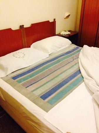 Letto tappezzato per dormire foto di hotel miramare - Letto tappezzato ...