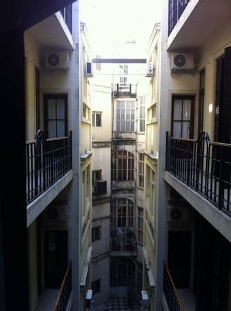 Milhouse Hostel Avenue: vista interna