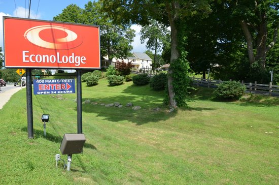 Econo Lodge Sturbridge : Motel sign