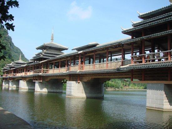 Dalongtan Scenic Resort: Minority Mansion Bridge