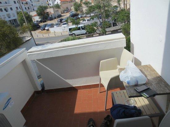 Rocamar Exclusive Hotel & Spa: Parking lot view