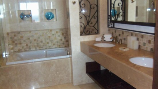 Grand Solmar Land's End Resort & Spa: Master Bath